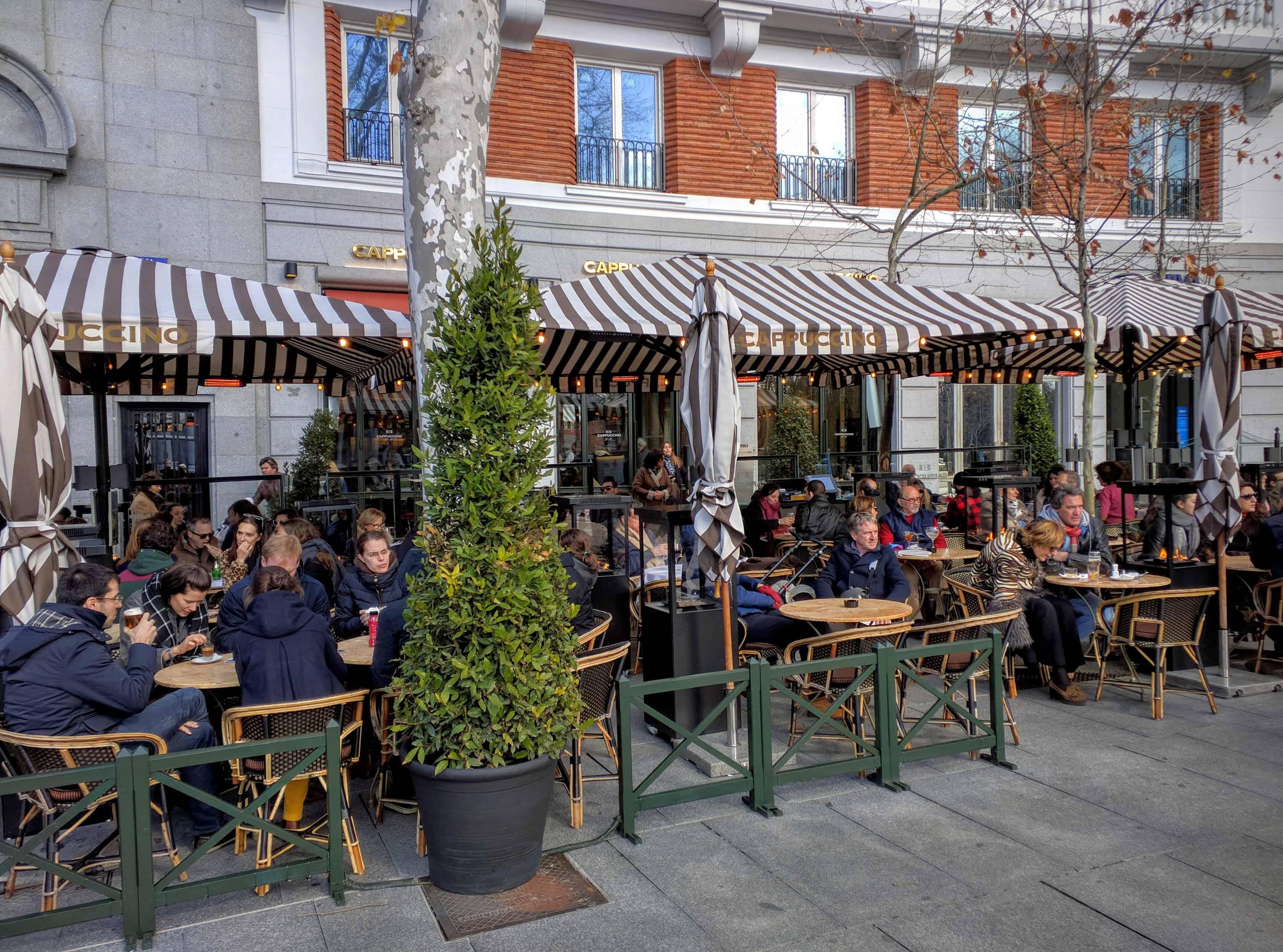 Restaurante Cappuccino visto pela calçada
