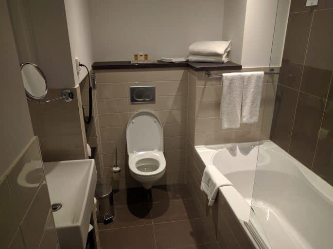 Banheiro em quarto do Hampshire Hotel - The Manor Amsterdam