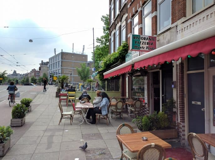 Monte Verde: pizzaria em Amsterdã | Exterior com mesas