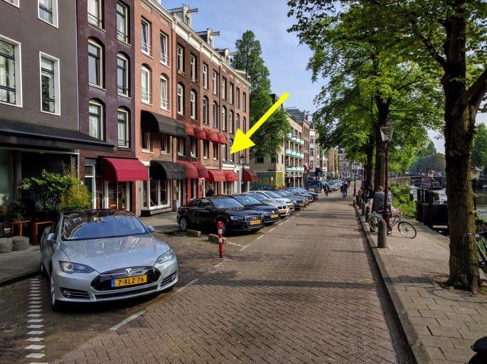 Vitrines no menor Distrito da Luz Vermelha, em Amsterdã