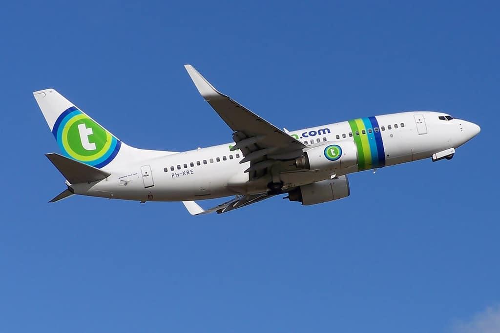 Um avião Transavia voando