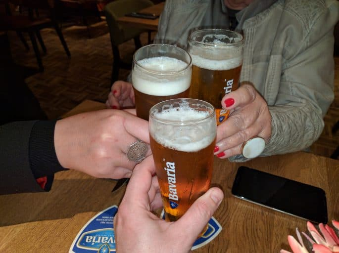 Restaurante Black and Blue, em Amsterdã: bebidas e um brinde