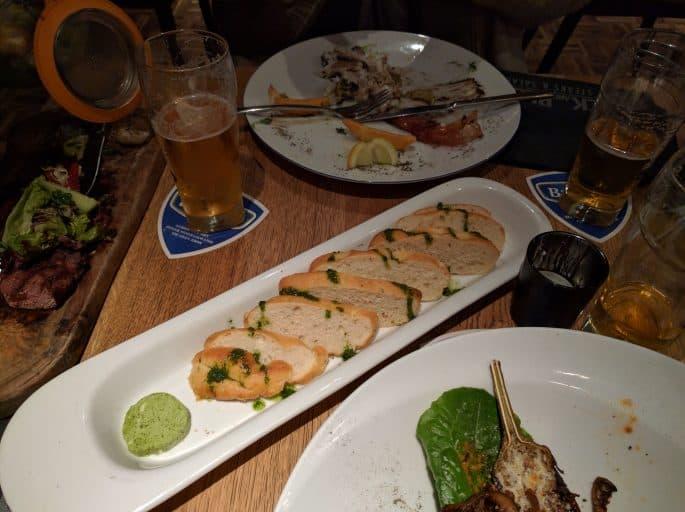 Restaurante Black and Blue, em Amsterdã: entradas servidas