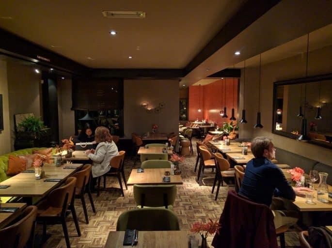 Restaurante Black and Blue, em Amsterdã: salão principal