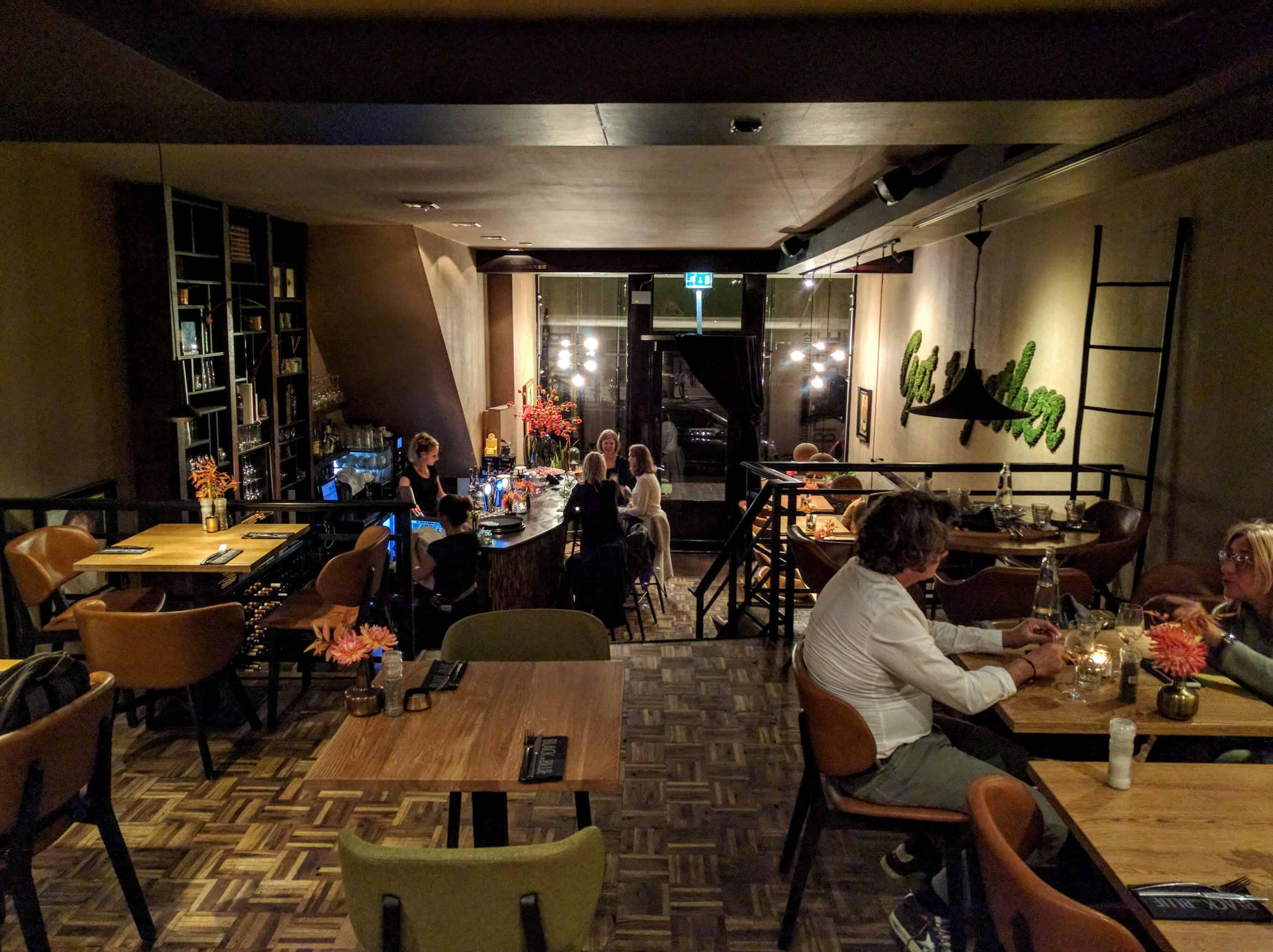 Restaurante Black and Blue, em Amsterdã: vista geral do interior