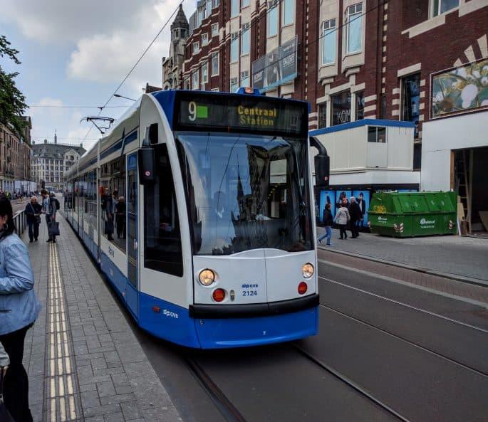 Transporte público em Amsterdã | Um Tram se aproxima