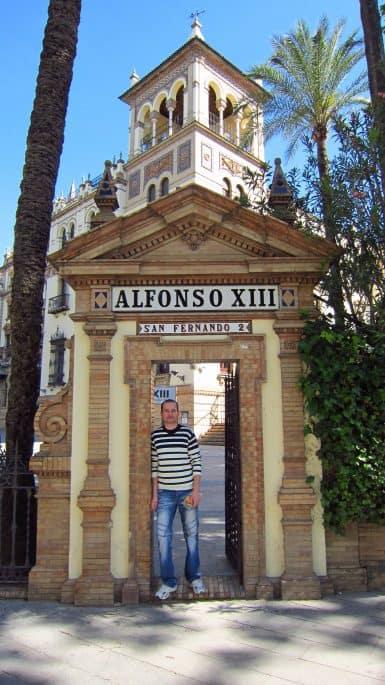 Entrada do Hotel Alfonso XIII, em Sevilha