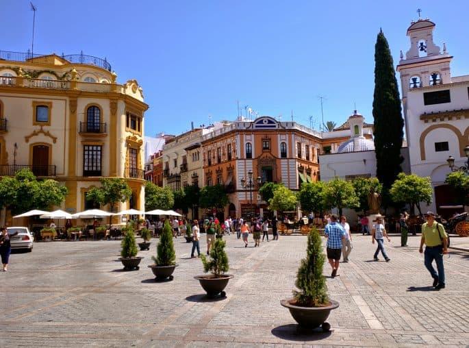 Praça junto à Catedral de Sevilha