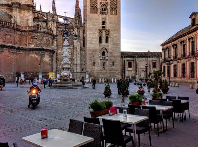 Área junto à Catedral de Sevilha