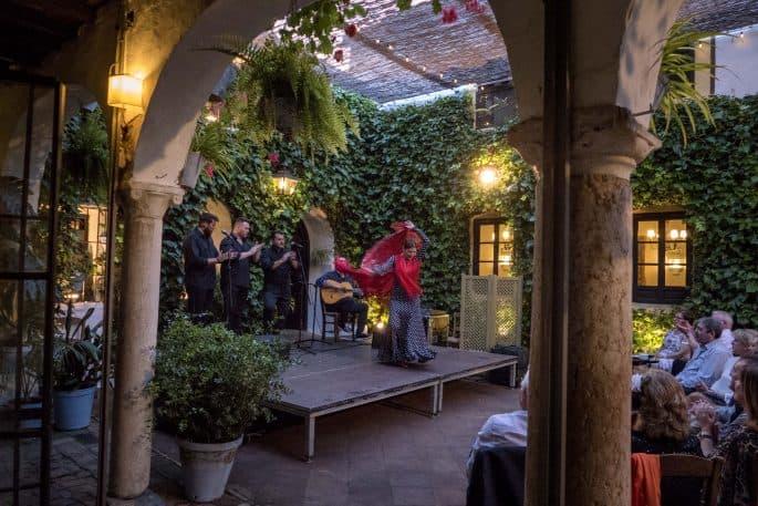 Flamenco em Córdoba: Compañía Flamenca Desirée Calero La Merenguita | Vista lateral do palco