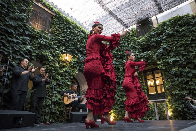 Flamenco em Córdoba: Compañía Flamenca Desirée Calero La Merenguita | Dançarinas em performance