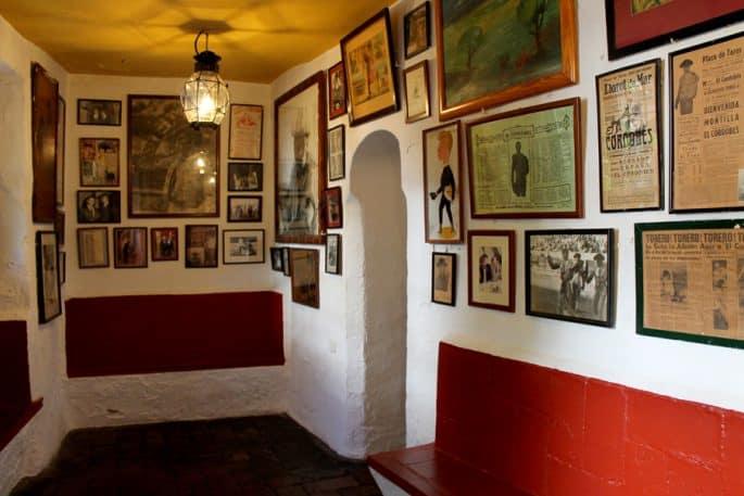 Restaurante Bodegas Campos, em Córdoba: quadros nas paredes