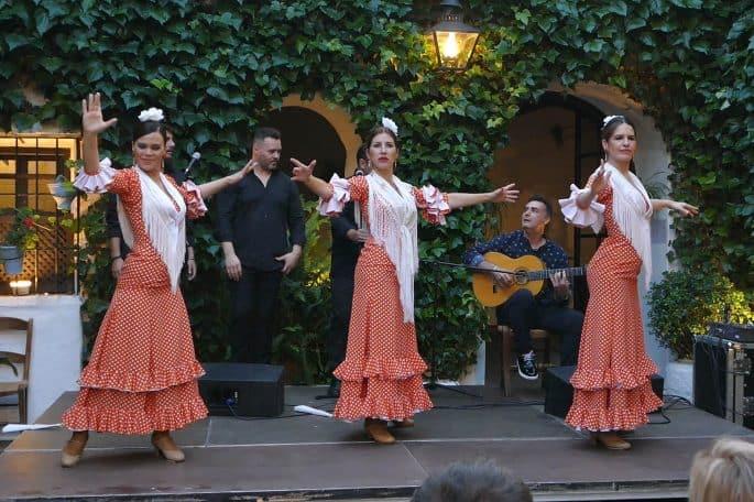 Flamenco em Córdoba: Compañía Flamenca Desirée Calero La Merenguita | Três artistas no palco