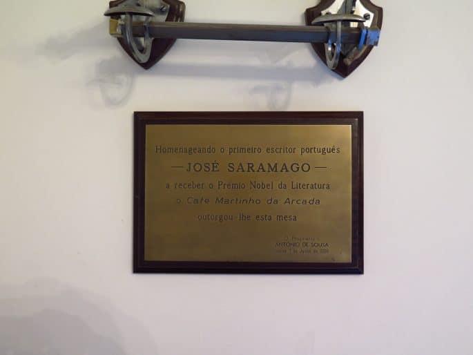Restaurante Martinho da Arcada: placa em homenagem a José Saramago