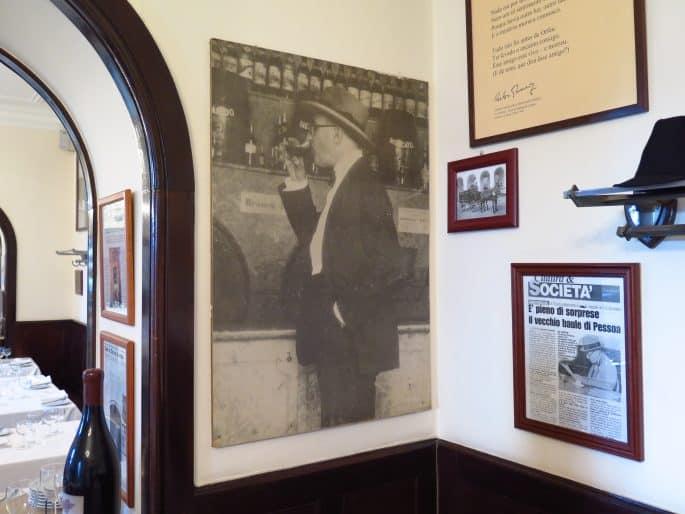 Restaurante Martinho da Arcada: foto de Fernando Pessoa na parede