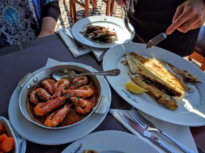 Restaurante A Ribeira - Alvor, Algarve, Portugal   Peixes e camarões