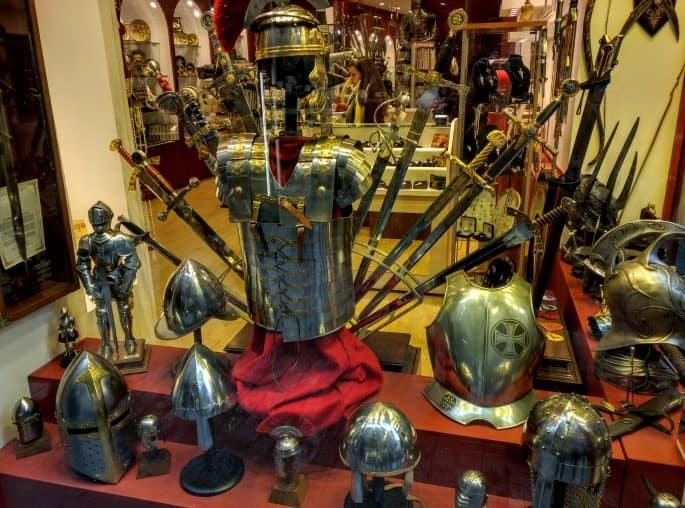 Toledo: lojas de produtos medievais e ligados a O Senhor dos Anéis