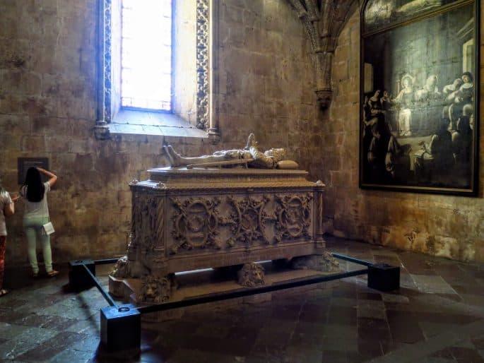 O túmulo de Camões, no Mosteiro dos Jerónimos, em Lisboa