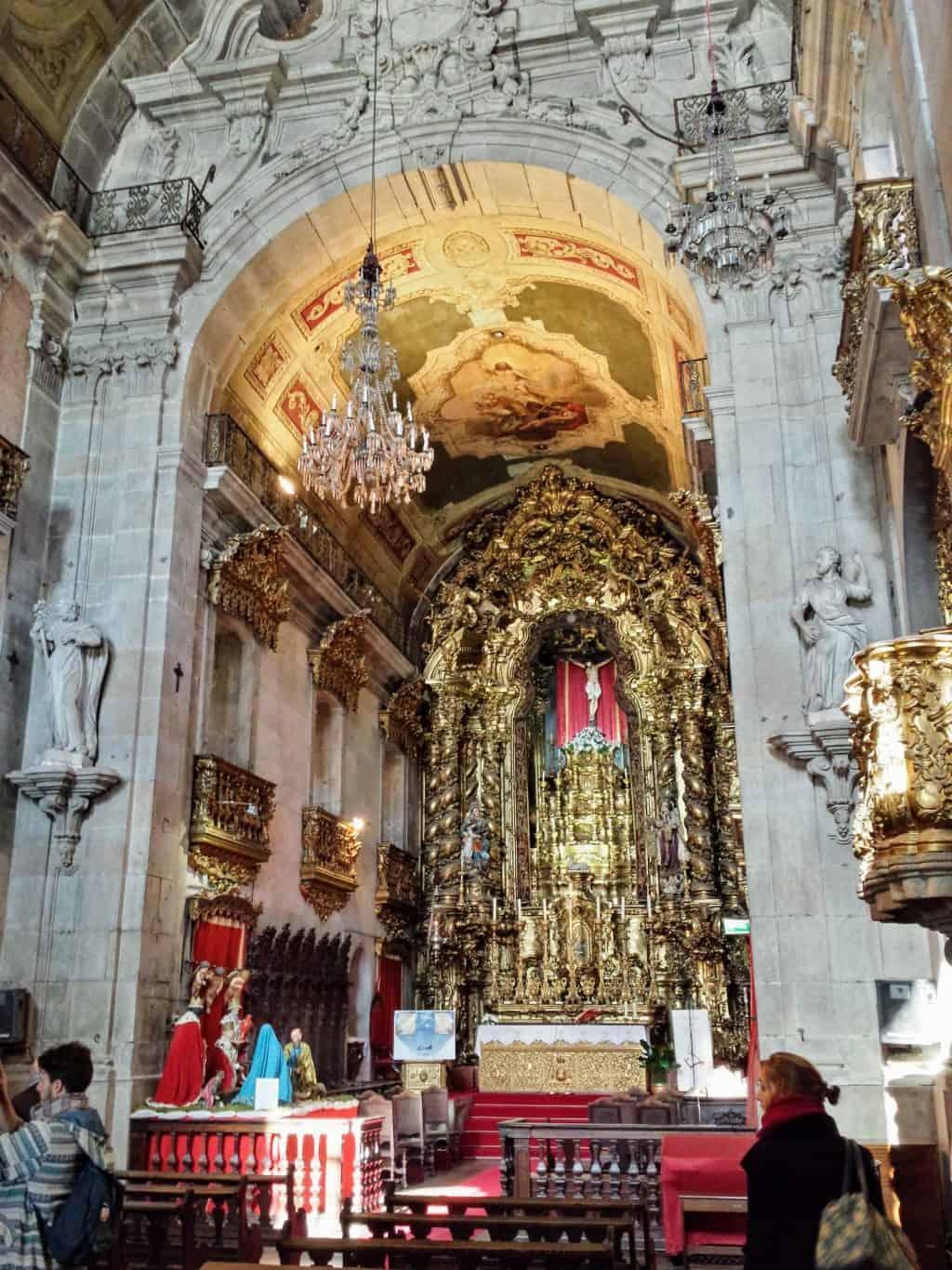 Interior da Igreja do Carmo. Com altar.