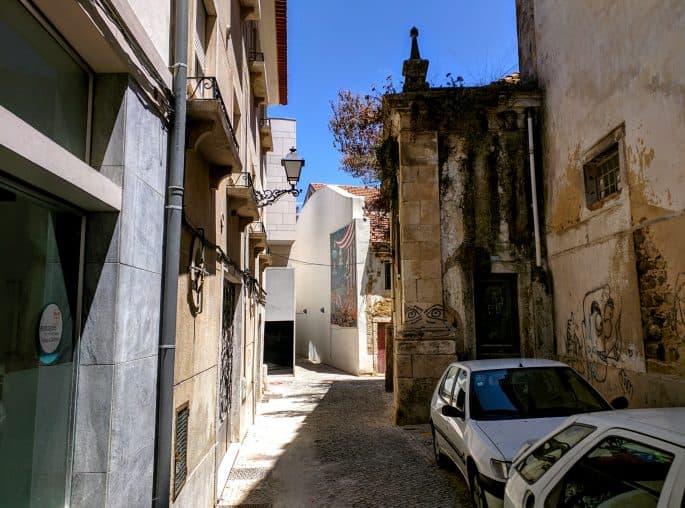 Siga a 'Rota do Crime do Padre Amaro', em Leiria, Portugal
