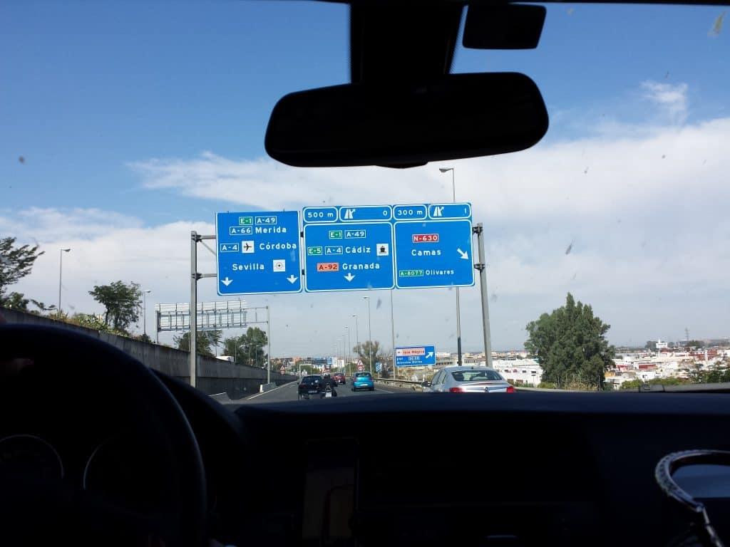 Placas em estrada da Espanha