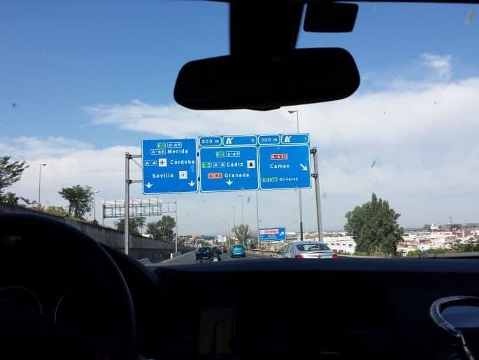Placas nas estradas de Portugal e da Espanha
