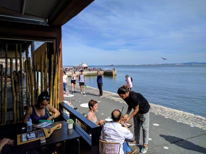 Lisboa Rio: restaurante no Cais do Sodré, em Lisboa | Vista para o Rio Tejo