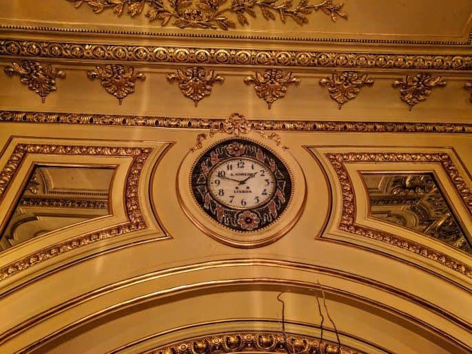 Restaurante Tavares: relógio na parede