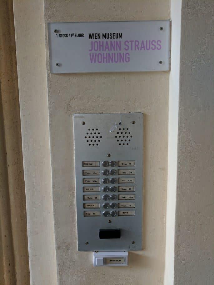 Apartamento de Johann Strauss em Viena: placa e interfone
