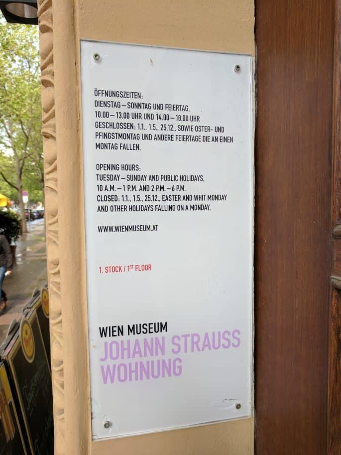 Apartamento de Johann Strauss em Viena: placa com informações sobre o museu