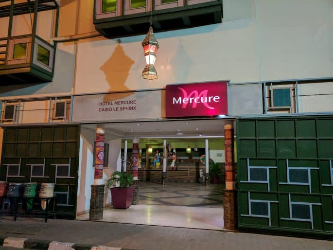 Entrada de hotel no Cairo