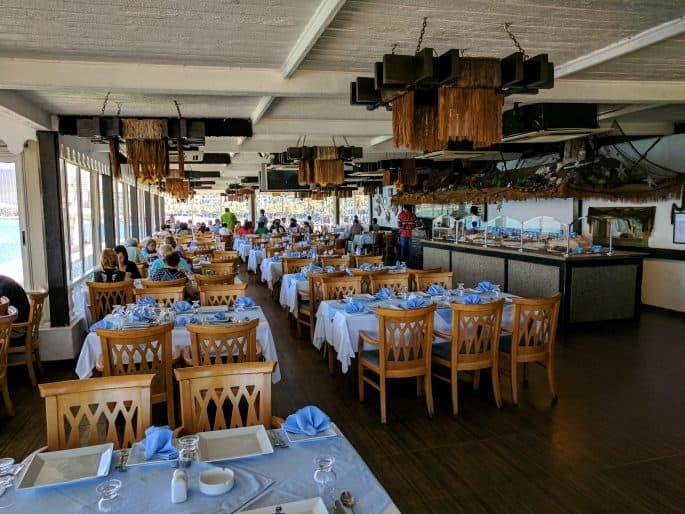 Fish Market: restaurante em Alexandria | Salão com as mesas