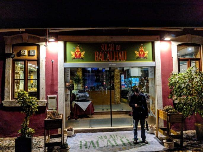 Fachada do Restaurante Solar do Bacalhau, em Coimbra, Portugal