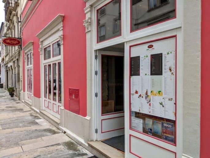 Fachada da Pizzaria Il Tartufo, em Coimbra