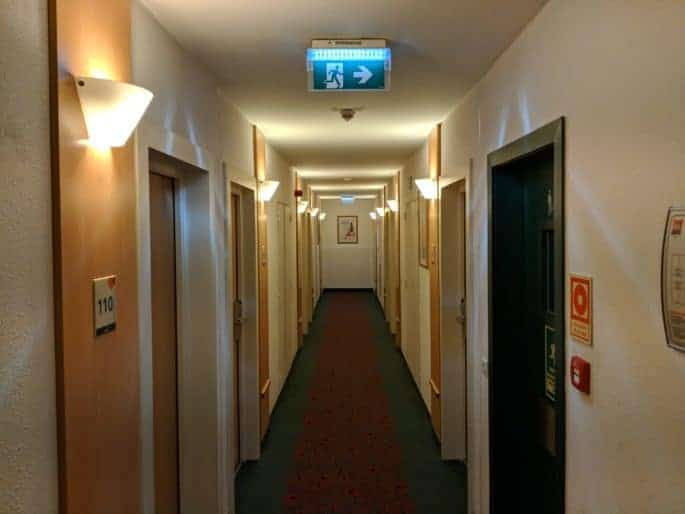 Corredor dos quartos no Hotel Ibis em Coimbra