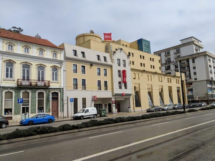 A avenida onde fica o Hotel Ibis em Coimbra