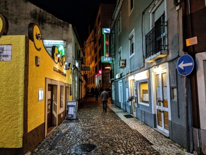 Área do Largo da Portagem à noite