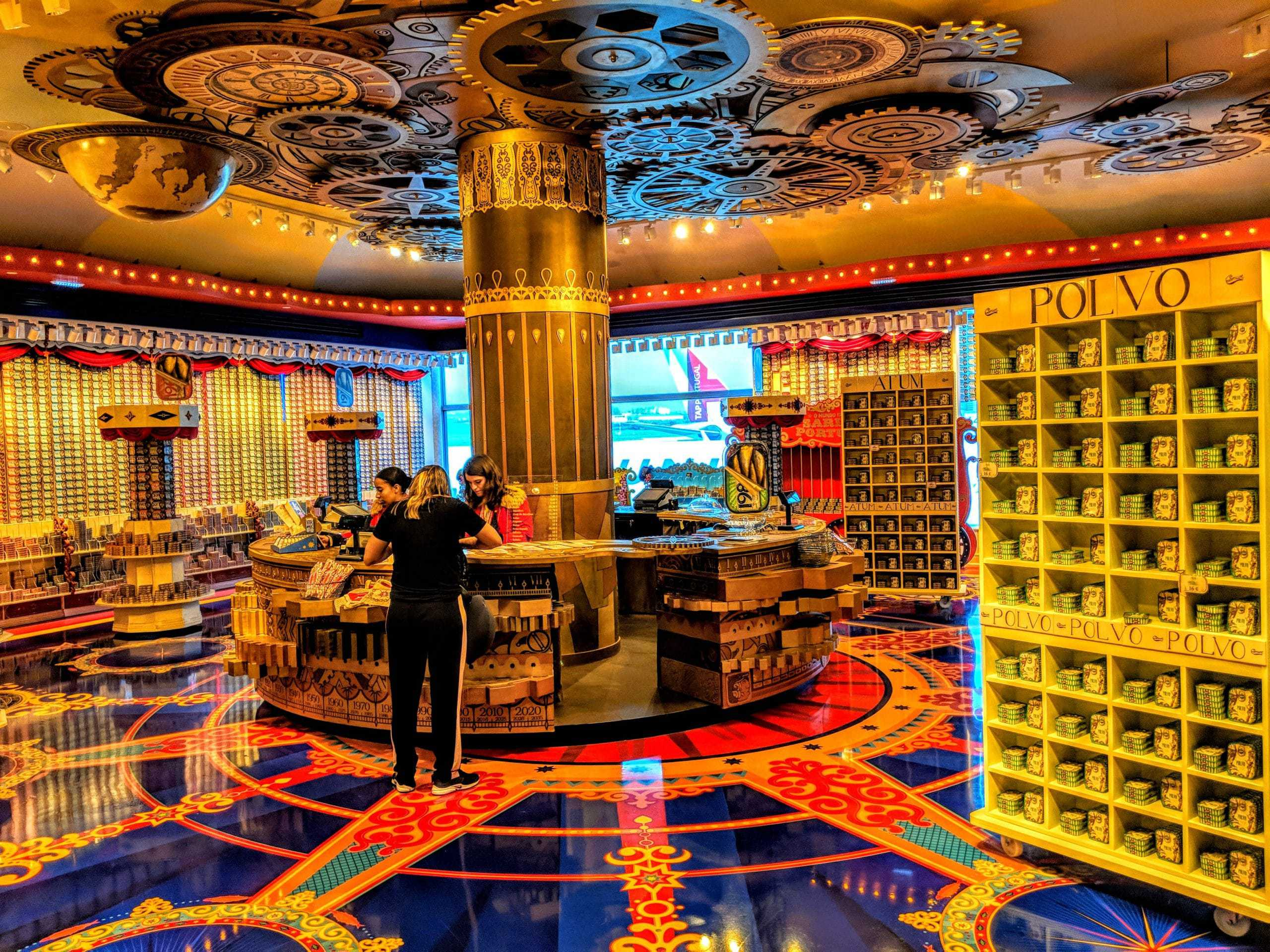Mundo Fantástico da Sardinha Portuguesa: loja no aeroporto de Lisboa
