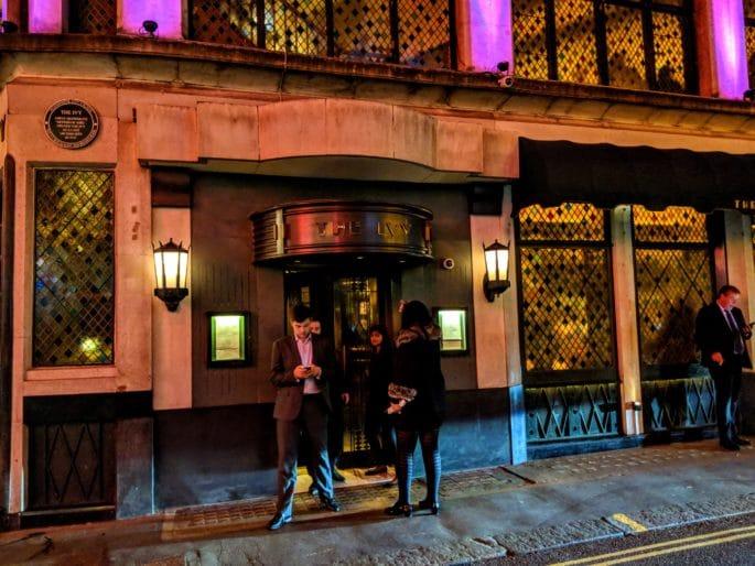 Restaurante The Ivy, em Londres: fachada do prédio