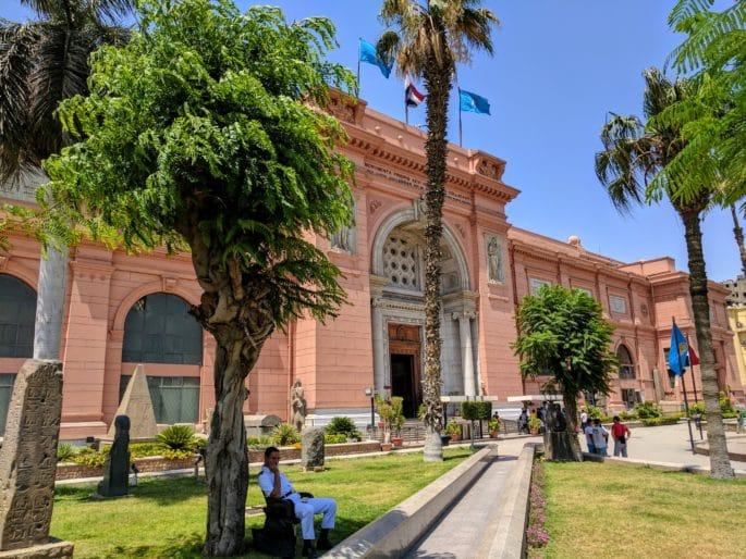 Fachada principal do Museu do Cairo - outra vista