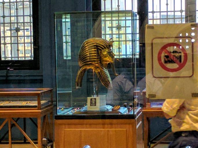Interior do Museu do Cairo - Sala com a máscara de Tutancamon