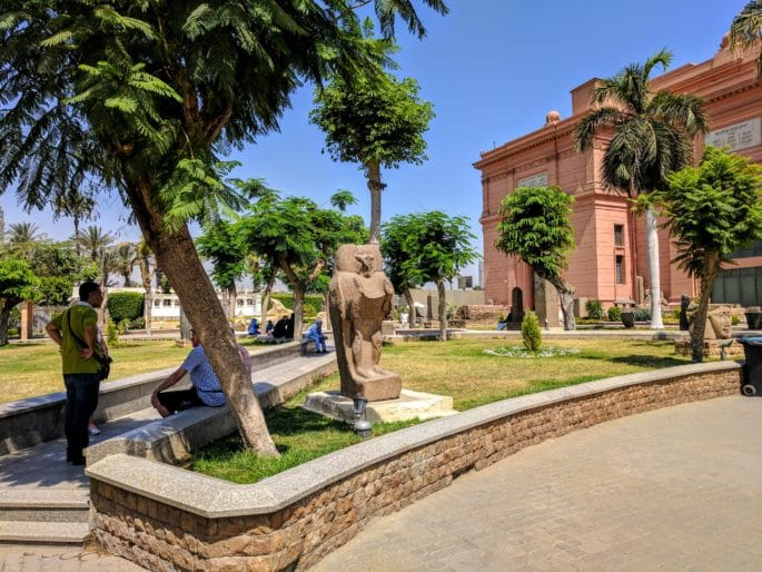 Fachada principal do Museu do Cairo - outro ângulo