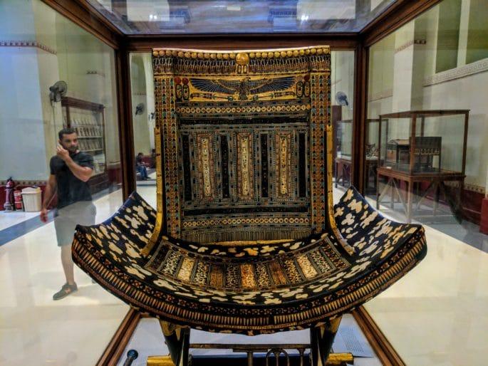 Interior do Museu do Cairo - Trono de festas religiosas.