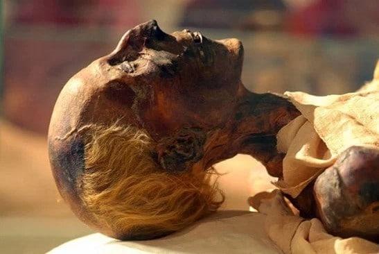 Múmia de Ramsés II no Museu do Cairo