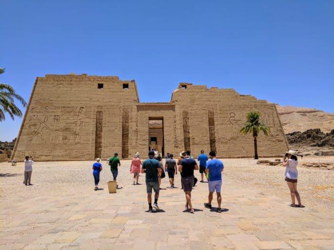 Templo de Medinet Habu: no interior