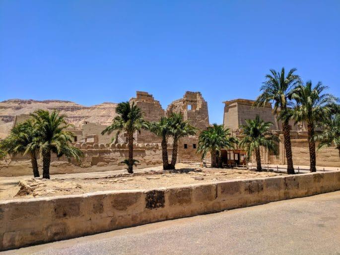 Templo de Medinet Habu: aproximando-se do templo