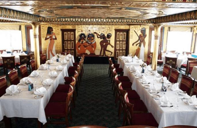 Jantar em navio no Cairo
