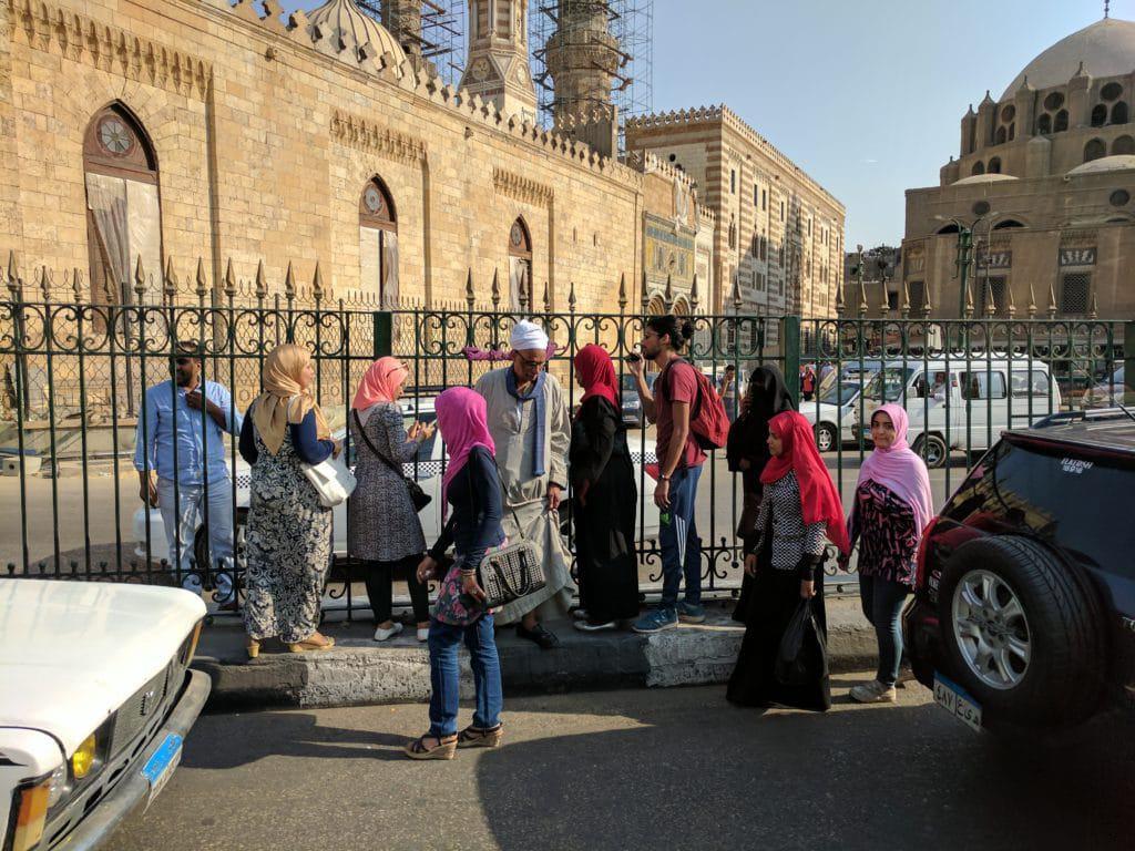 Egípcios nativos em rua do Cairo.