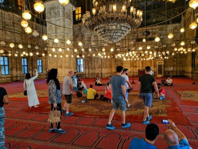 Turistas na Mesquita de Alabastro.