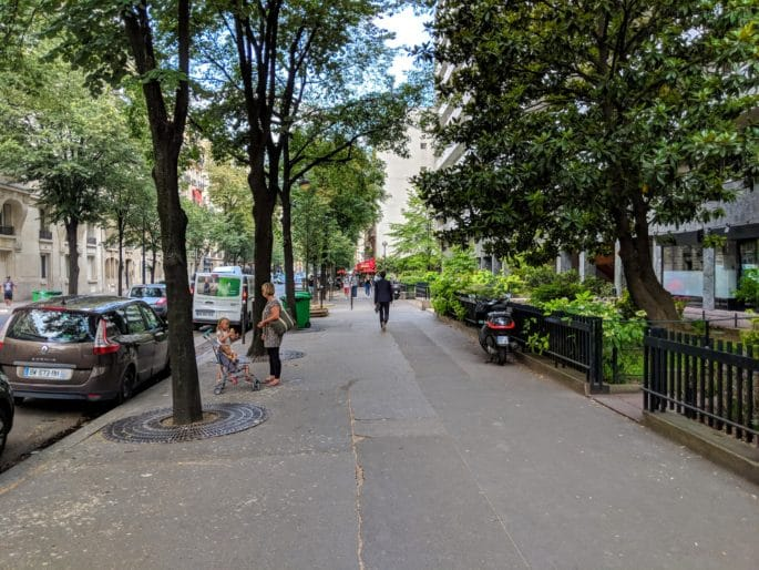 Rua em Paris.